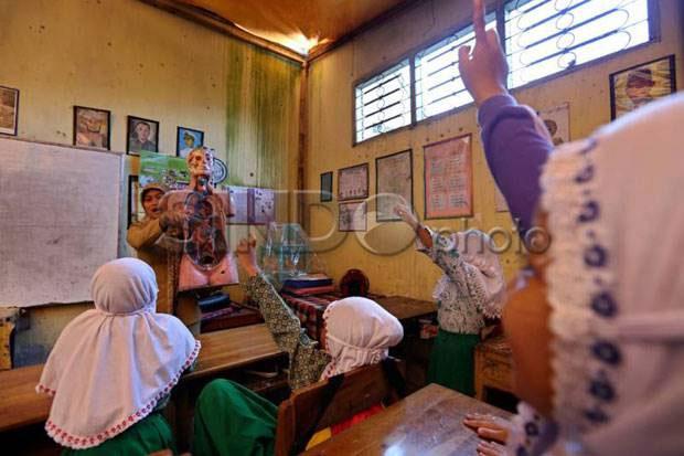 Pengangkatan Guru Honorer Harus Lewat Seleksi Menuai Kritikan