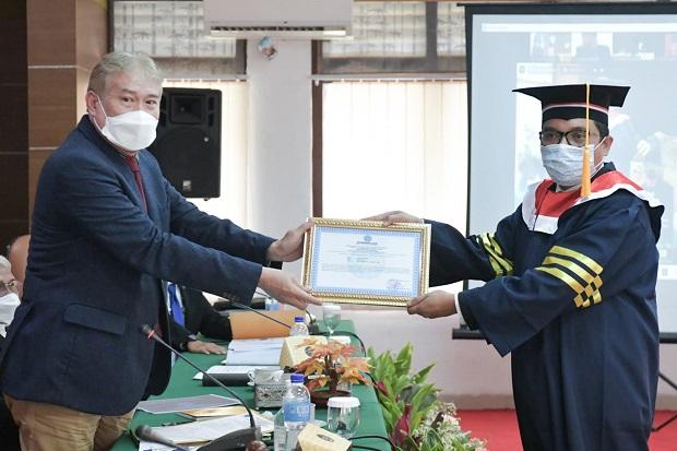 Achmad Baidowi Raih Gelar Doktor Ilmu Pemerintahan Predikat Sangat Memuaskan
