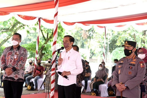 Jokowi Minta Mahasiswa Gerakkan Masyarakat Turut Serta Vaksinasi