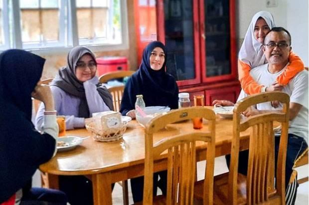 Mahfud MD Terharu Saksikan Saiful Mahdi Kembali Berkumpul Keluarga