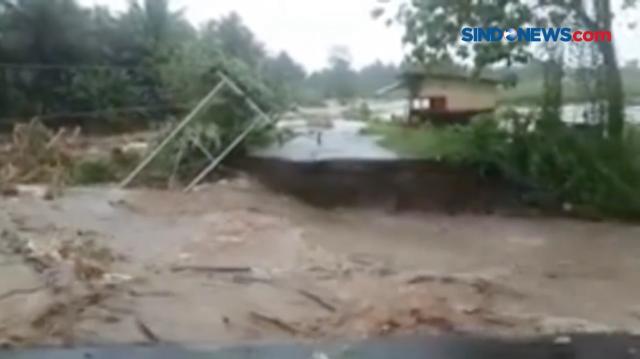VIDEO: Banjir di Halmahera Utara Rendam Rumah Warga...